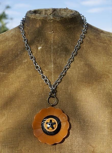 Vintage Bakelite Buttons Necklace-Star
