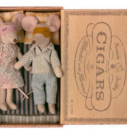 Maileg Mum & Dad mice in Cigarbox (3/15/21)
