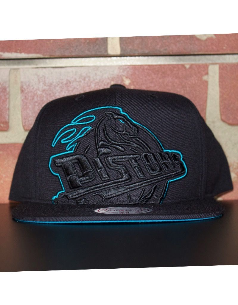 check out d4b91 f6888 ... new zealand mitchell ness detroit pistons cropped xl snapback 424d9  6bd51