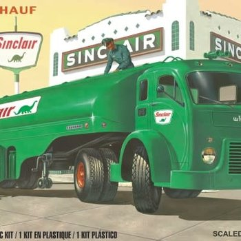 ATLANTIS 1/48 White-Fruehauf Gas Truck w/2 Figures (formerly Revell)