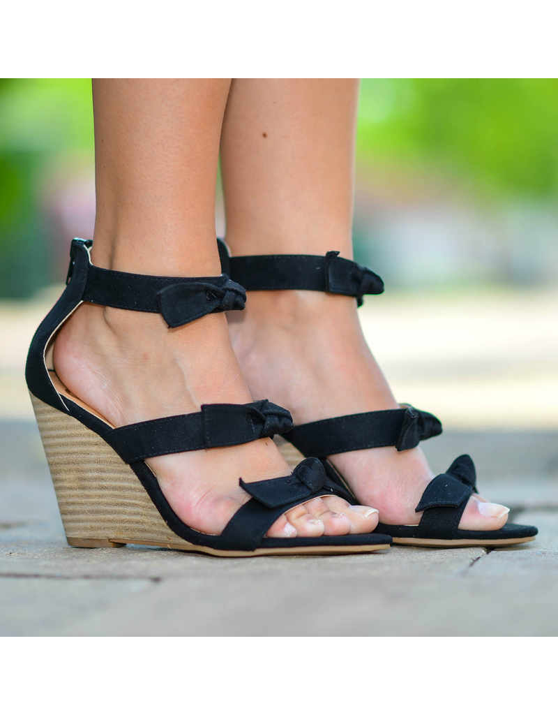 Shoes 54 Step Into Summer Black Stripe Wedge