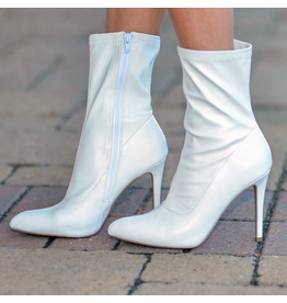 Shoes 54 Right To The Point White Bootie