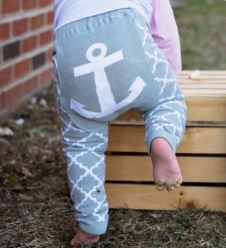 Gray Quatrefoil Anchor Leggings