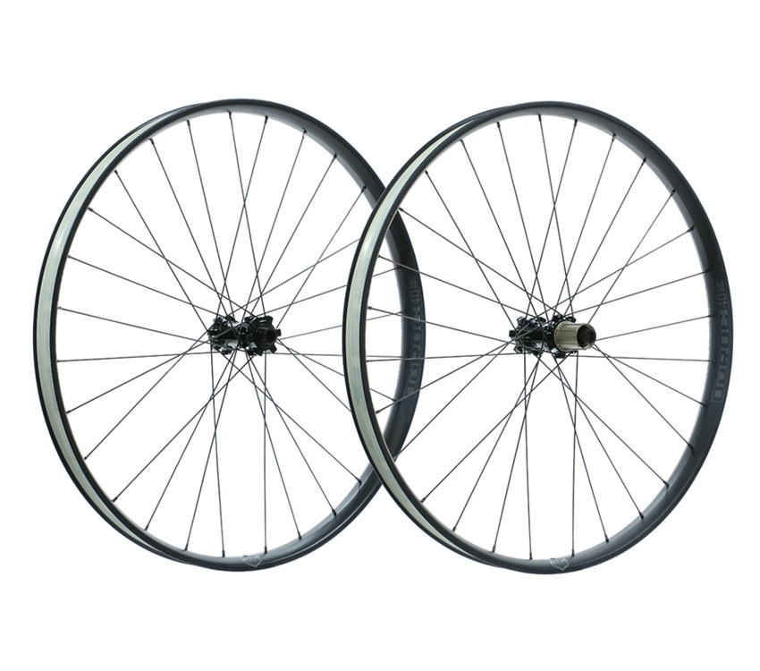27.5+ Sun Ringle Duroc 40 584x40 6B SH Freehub Black Wheelset
