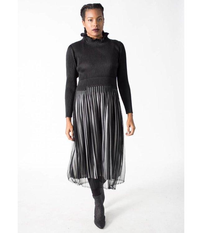 MC Oasis Collar Dress