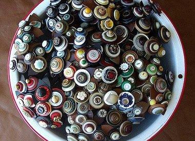 Buttons, Pins