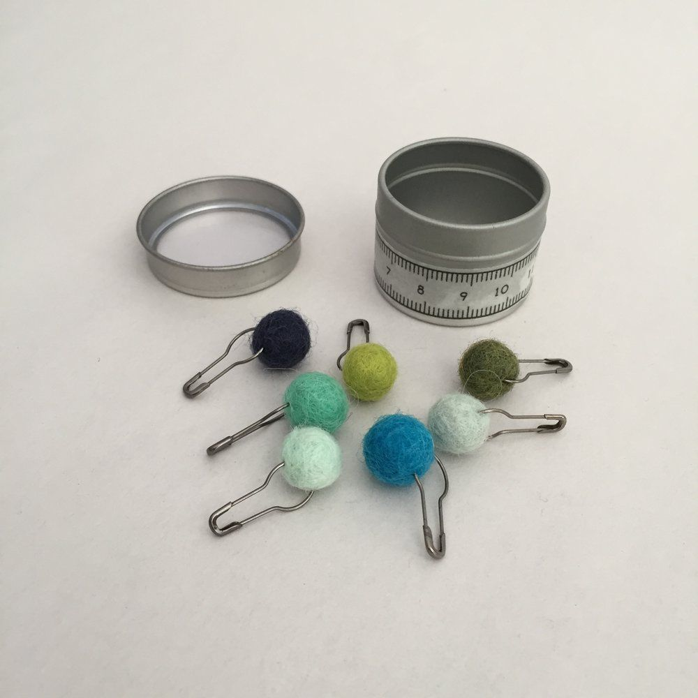 Accessories TIN LOCKING MARKERS BLUE & GREEN POMS