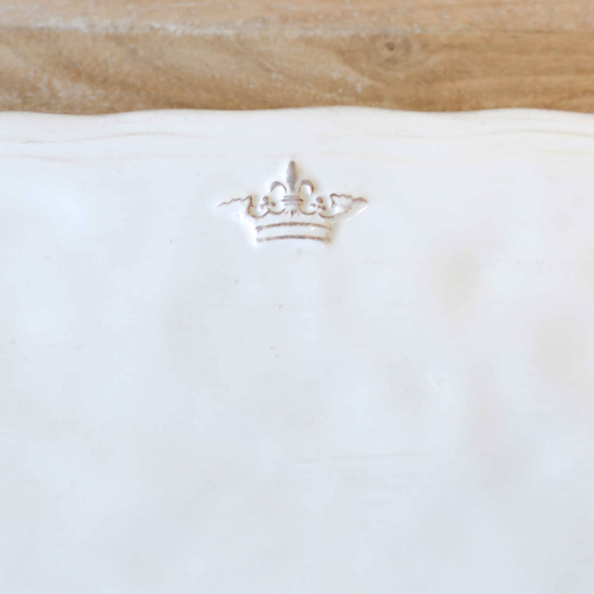 Crown Platter WHT SMALL