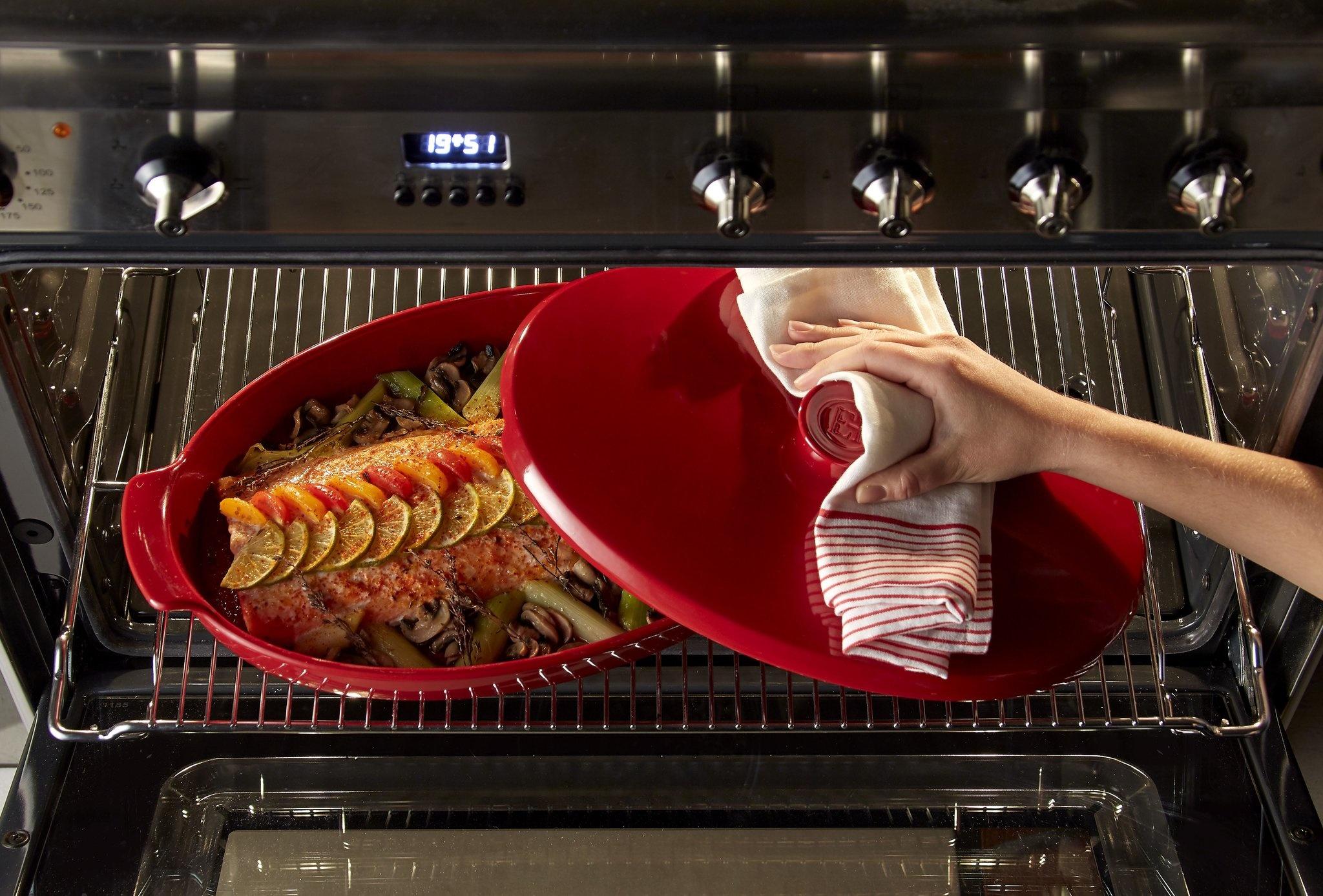 Oval Covered Baker/Fish Steamer, Burgundy