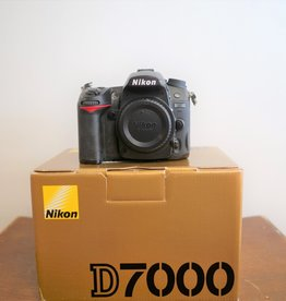 Used Nikon D7000 body (15k clicks)