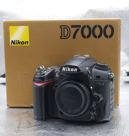 Used Nikon D7000 body [405k clicks]