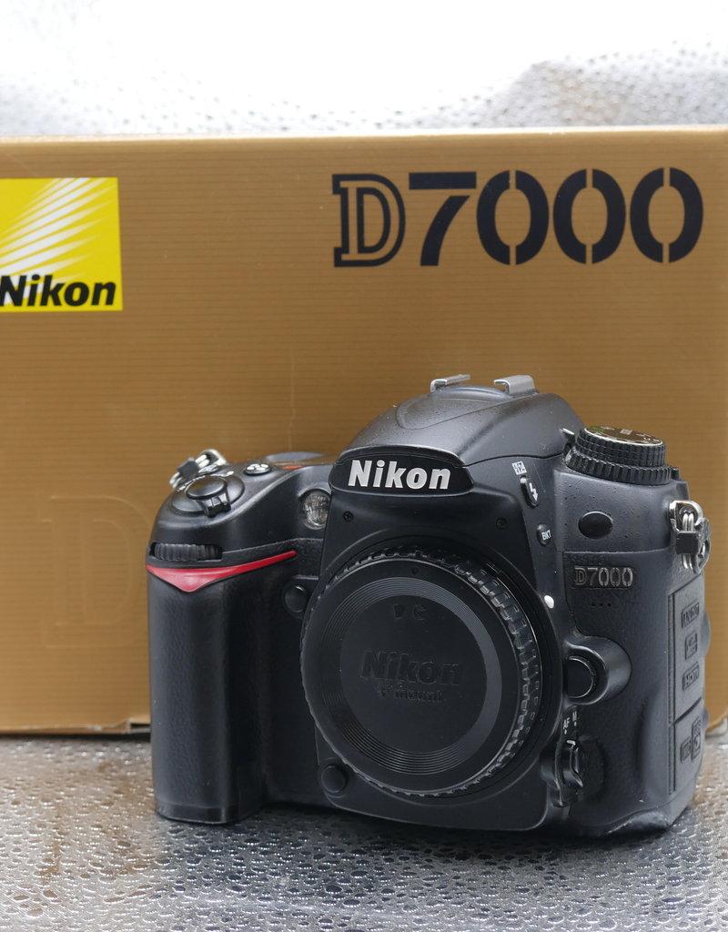Used Nikon D7000 body [405k clicks]