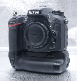 Used Nikon D7100 w/Battery grip [24k clicks]