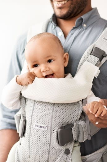 BabyBjorn BabyBjorn Teething Bib for Baby Carrier One
