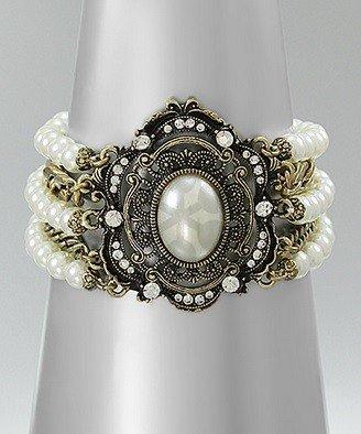 Golden Stella Victorian Style Pearl Bracelet