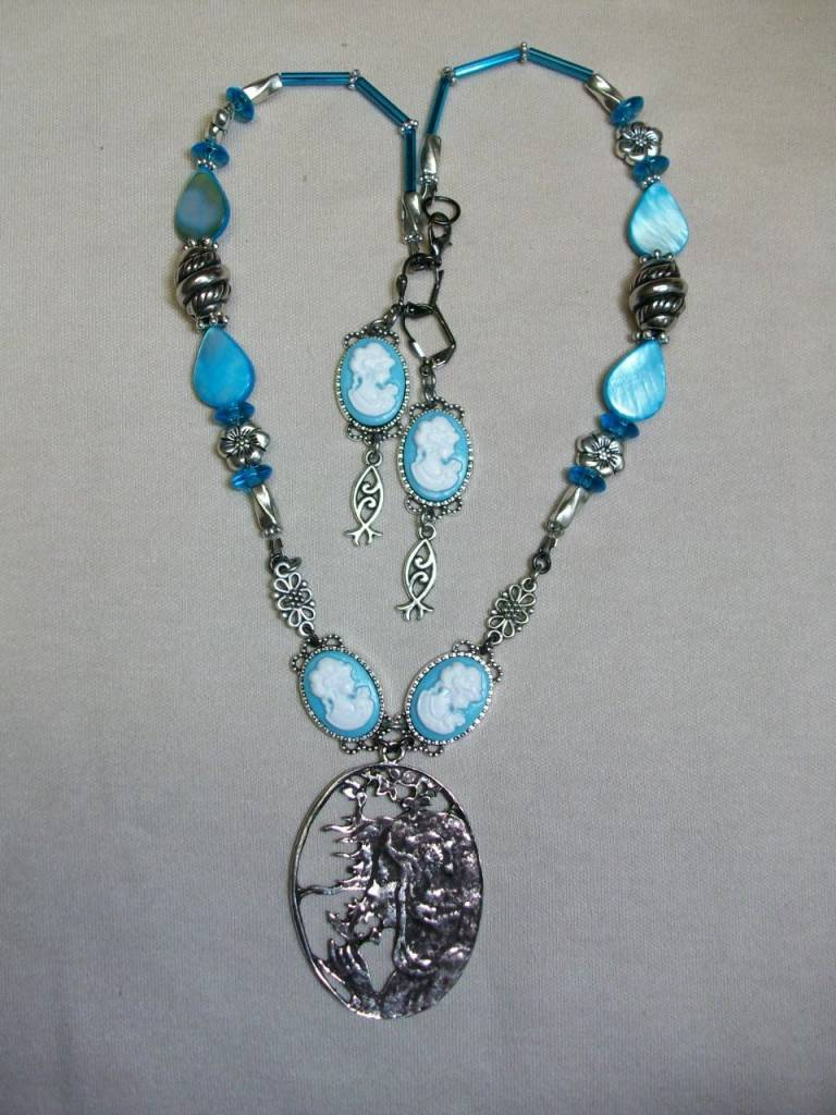 Sharon B's Originals Mucha Silver Cameo w/Blue Cameos Necklace & Earring Set