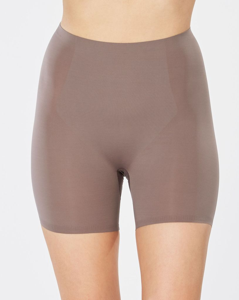 Spanx Engineered shaping panel to provide more control at the lower stomach<br /> Fine-gauge microfiber allows for a lightweight breathable feel<br /> Completely elastic-free for a zero pinch wear<br /> Cotton gusset makes panties optional & eliminates VPL (Visible Panty Lines)