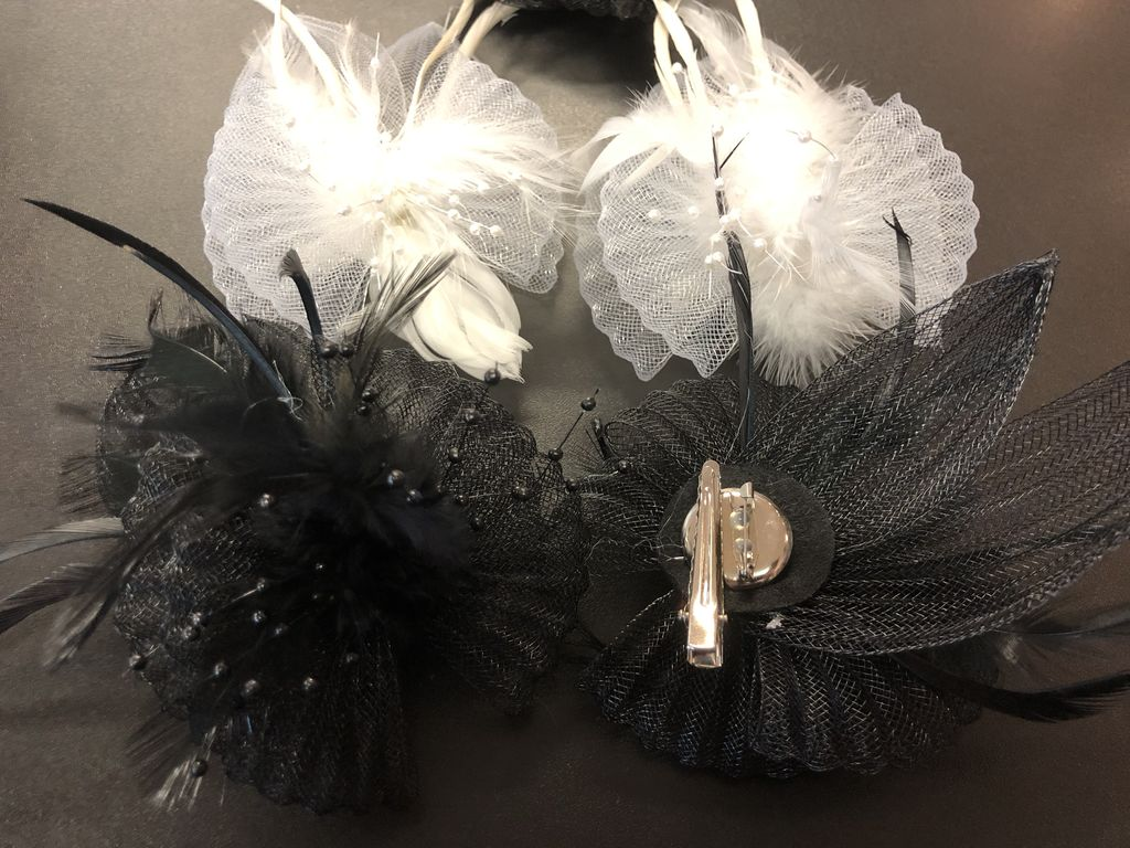 CA  Hair Clip with Beads and Feathers