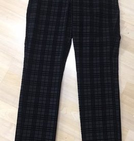 Up Pants Up! Pants Grid Illusion