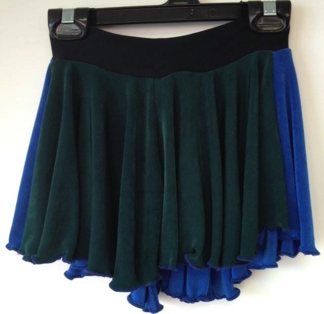 Sportees Pull-On-Skirt Made from Stretch Fabrics