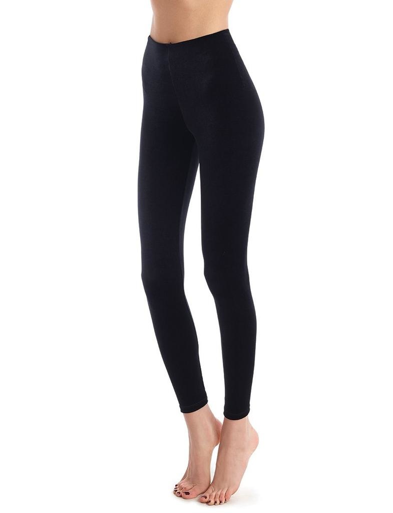 Commando DETAILS<br /> <br /> Our velvet leggings are chic and oh-so comfy. These velvet wonders are designed as only commando would do them with our signature internal waistband and fabulously firming fabric. Style for weekly wear or special occasion looks!