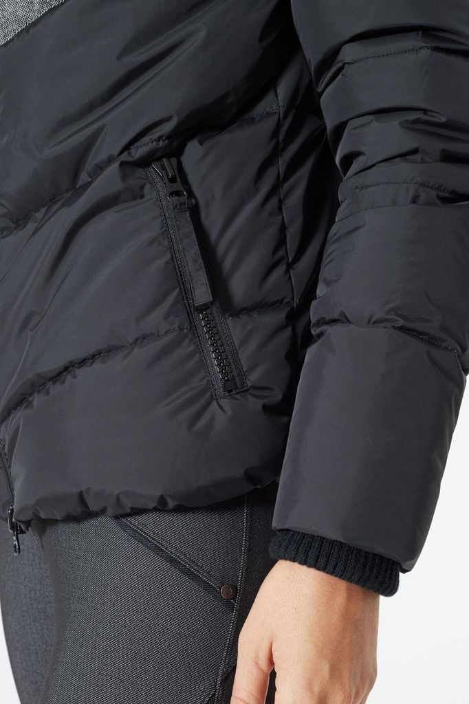 MPG A modern take on the classic bomber jacket with a unique quilted pattern complemented by a woven contrast panel that draws the eye upwards and a 2-way zipper detail. Shock cords at the hood let you adjust the fit to keep the cold out, while thoughtful det