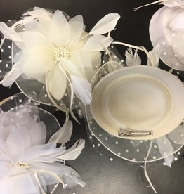 CA FNT-0504 Hat Fascinator in Off white, Red and White