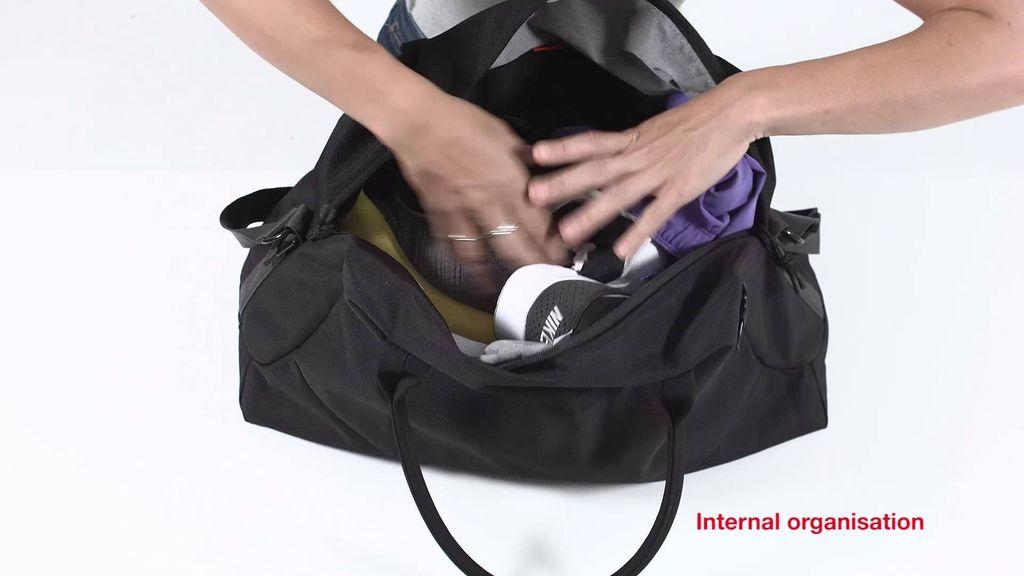Crumpler 4 storage zones<br /> Removable shoulder strap<br /> Leather handle keep<br /> Strong alloy hardware