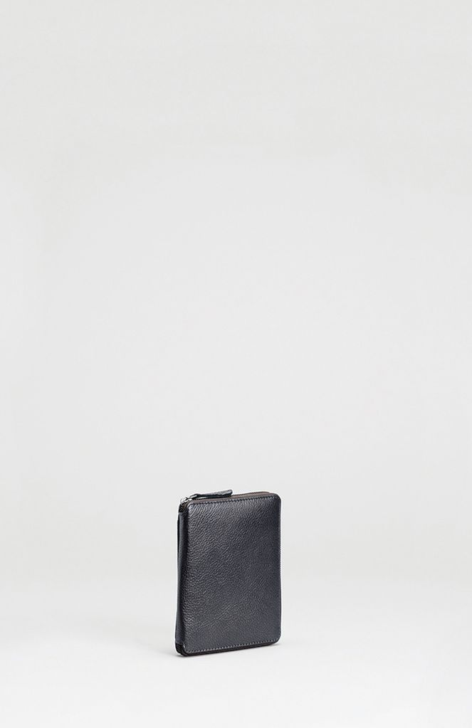 ELK Crafted from soft leather<br /> - External sleeve pocket<br /> - Compact and functional design