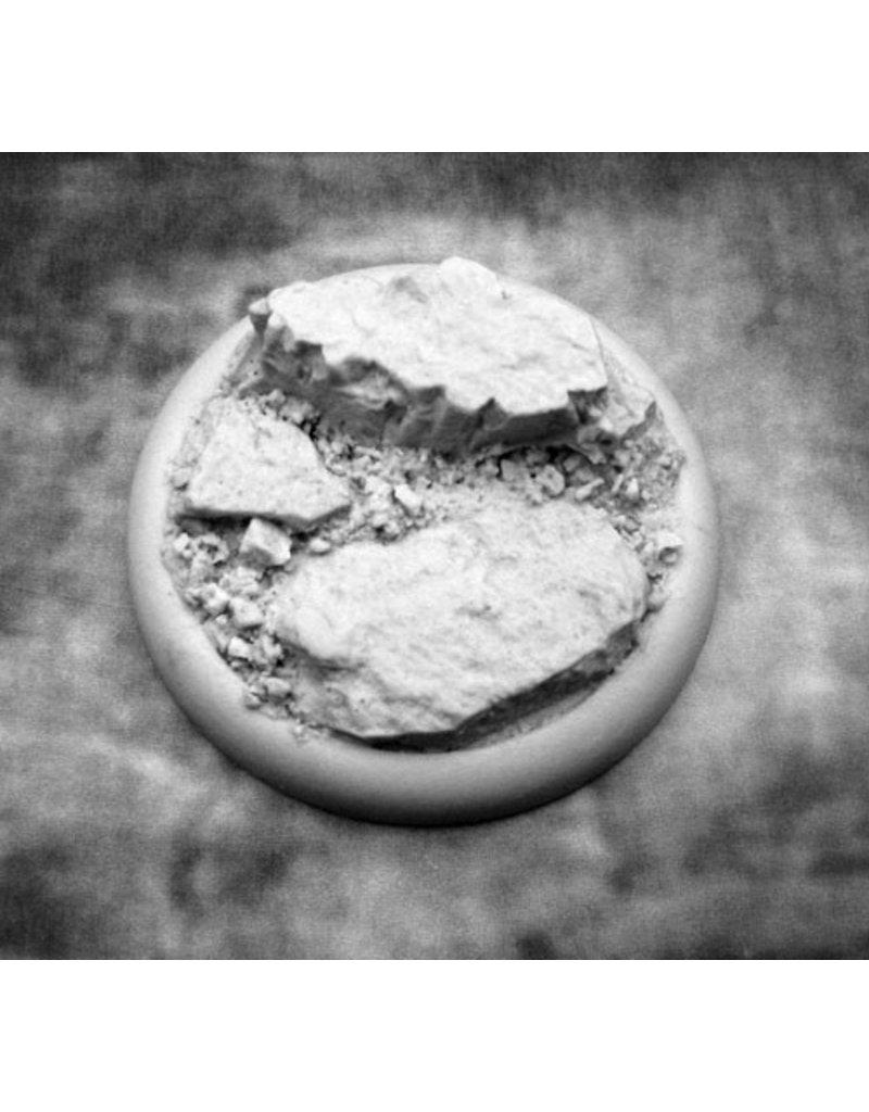 Secret Weapon Miniatures Round Lip: 50mm Rocky Bluff Base 03<br />RLRB5003