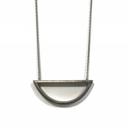 grammar grammar capped curve short necklace