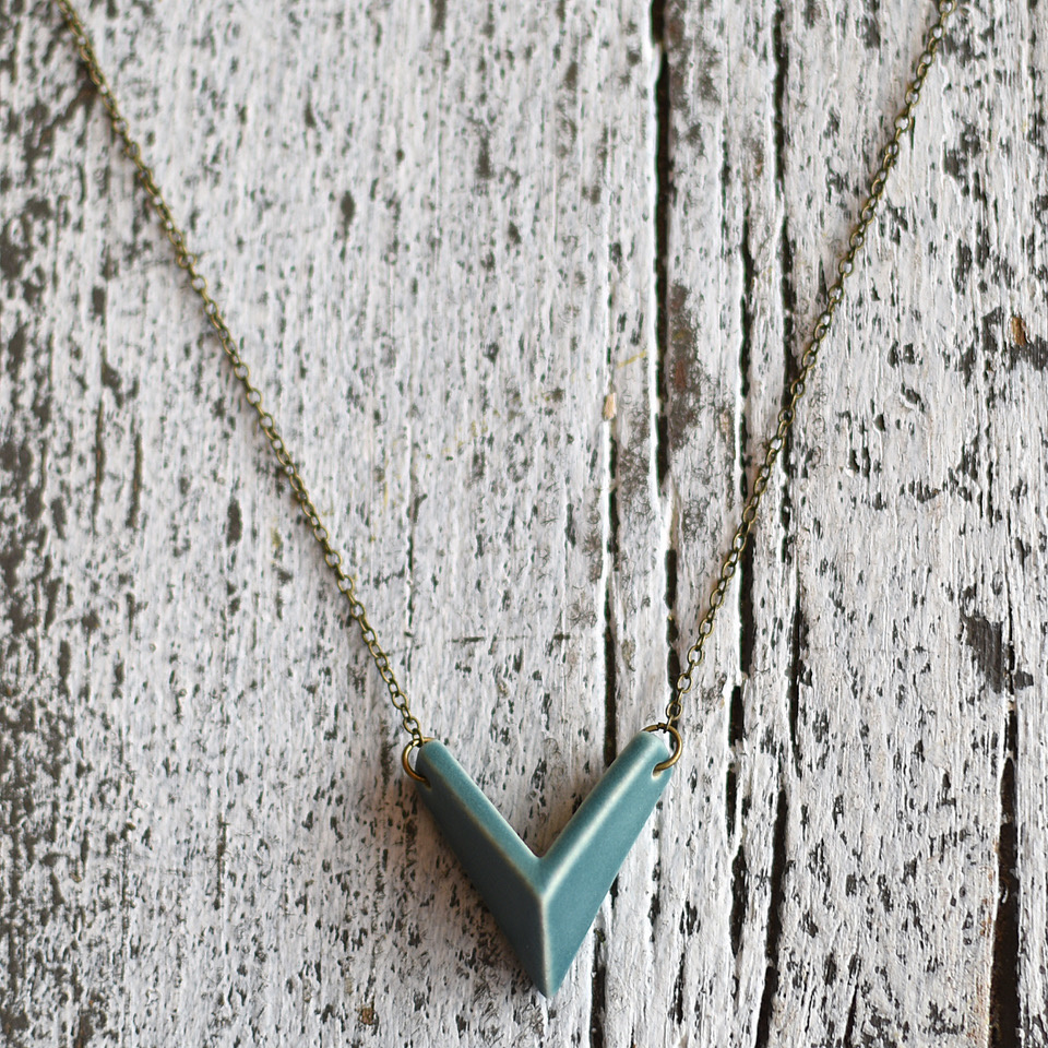 grammar grammar mini arrow necklace