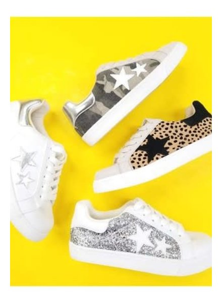 MISC Let's See Style Silver Star Sneaker