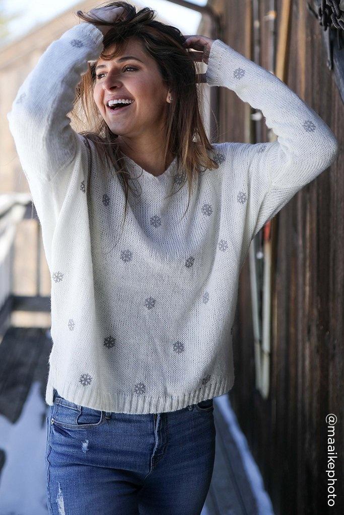 Mini snowflake v neck