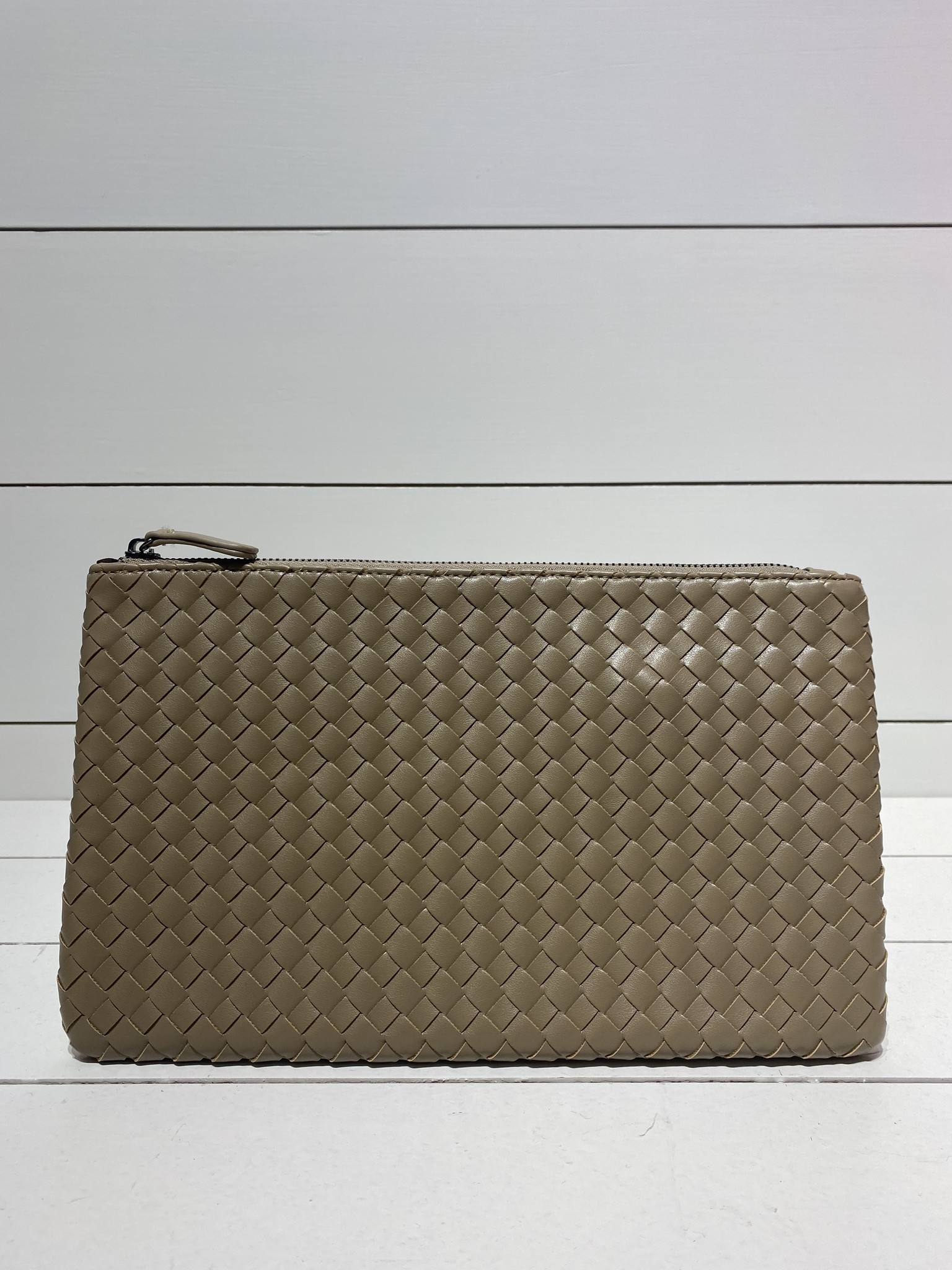 Envelope clutch clay