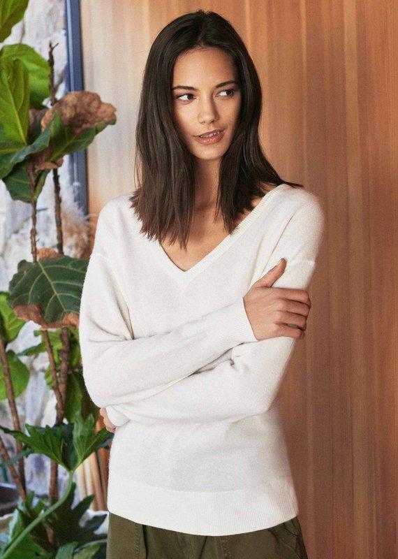 WHITE + WARREN Cashmere Long Sleeve V neck