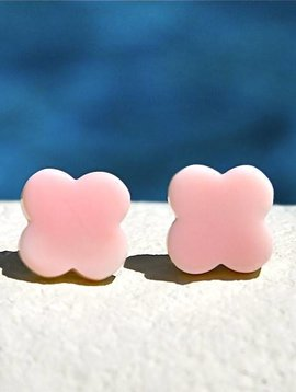PINK CONCH SHELL CLOVER STUD EARRINGS
