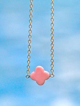 CONCH SHELL CLOVER NECKLACE