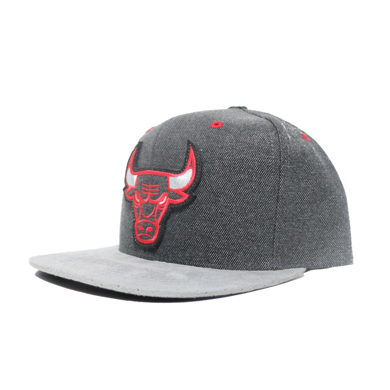 Mitchell & Ness Mitchell & Ness Chicago Bulls 2 Tone Grey Bold logo Snapback
