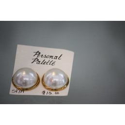 Jewelry & Adornments Earring, Clip - Gold with large button Ivory Pearl