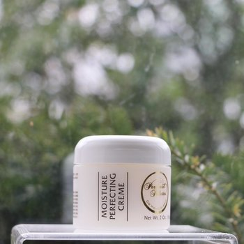 Skin Care Moisture Perfecting Creme 2 oz.<br />Exceptional Results: Normal | Slightly dry | Extremely dry | Combination | Mature/maturing Also For: Blemished/blocked pores | Slightly oily | Dehydrated