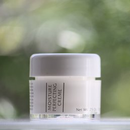 Skin Care Moisture Perfecting Creme .25 oz. ~ 5 day-trial size<br />
