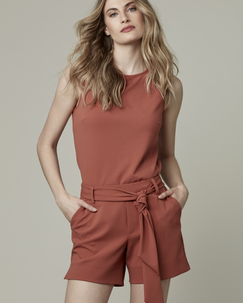 I LOVE TYLER MADISON TYLER MADISON CREPE SLEEVELESS TOP SPICE
