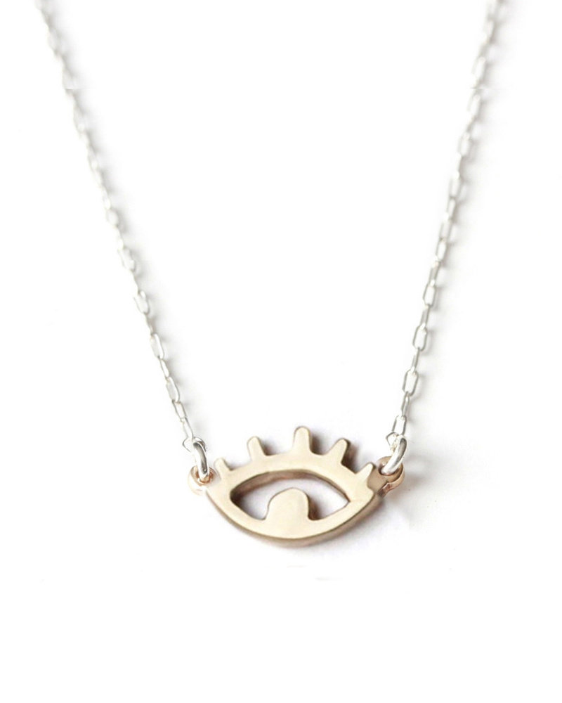 Upper Metal Class Bronze Eye Necklace