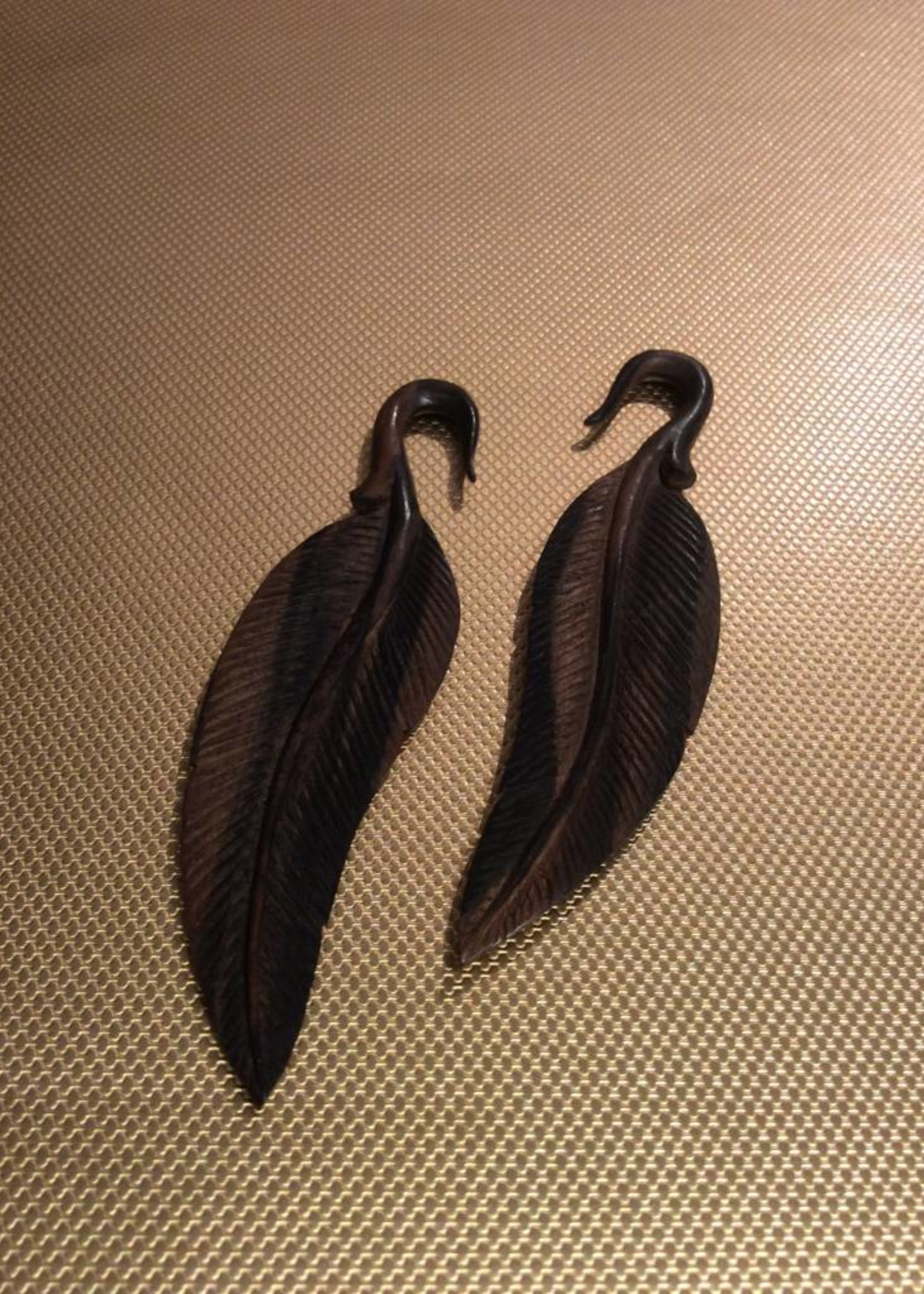 4g Ebony Feather Hangers