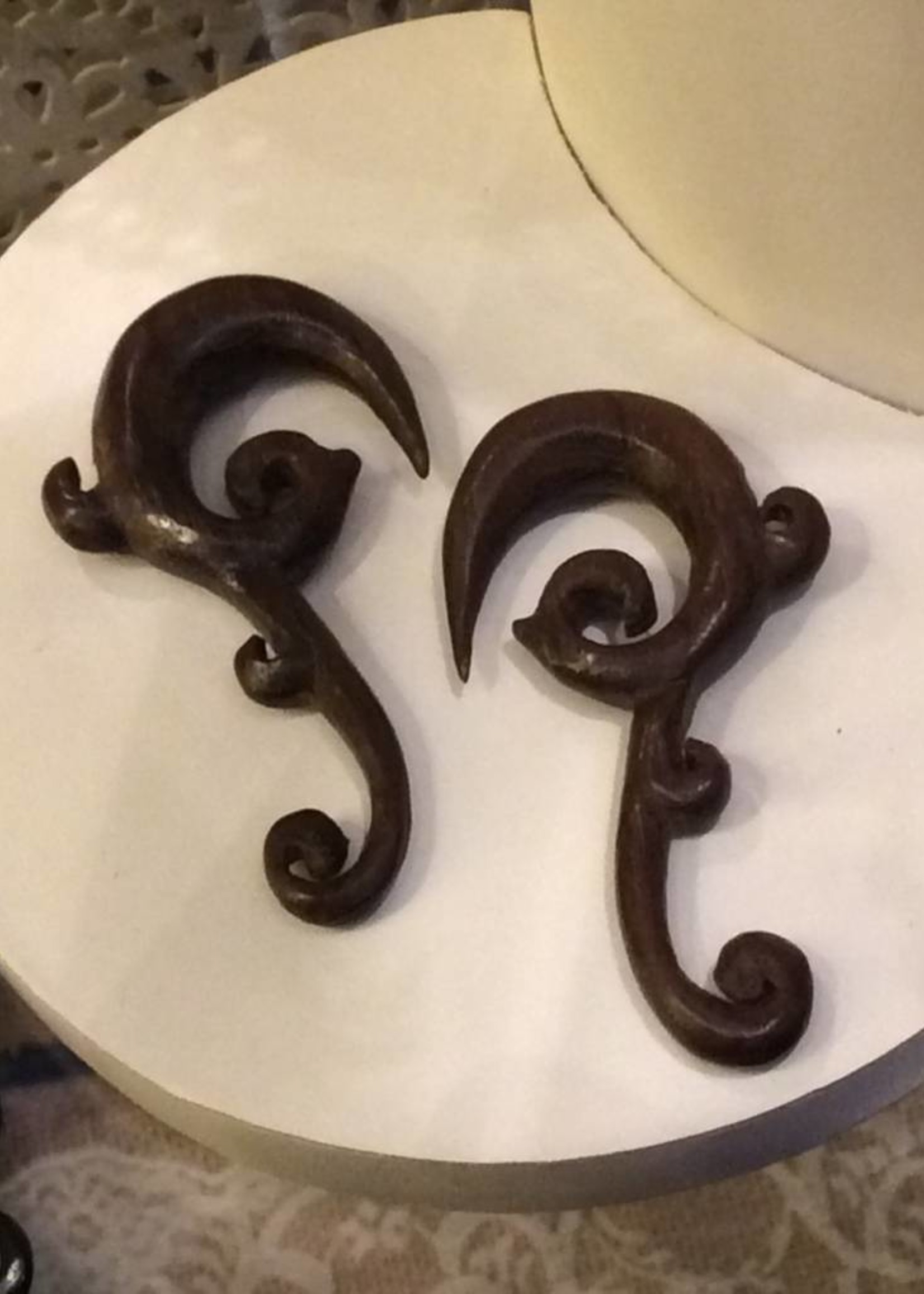 00g Ebony Curled Tip Hangers