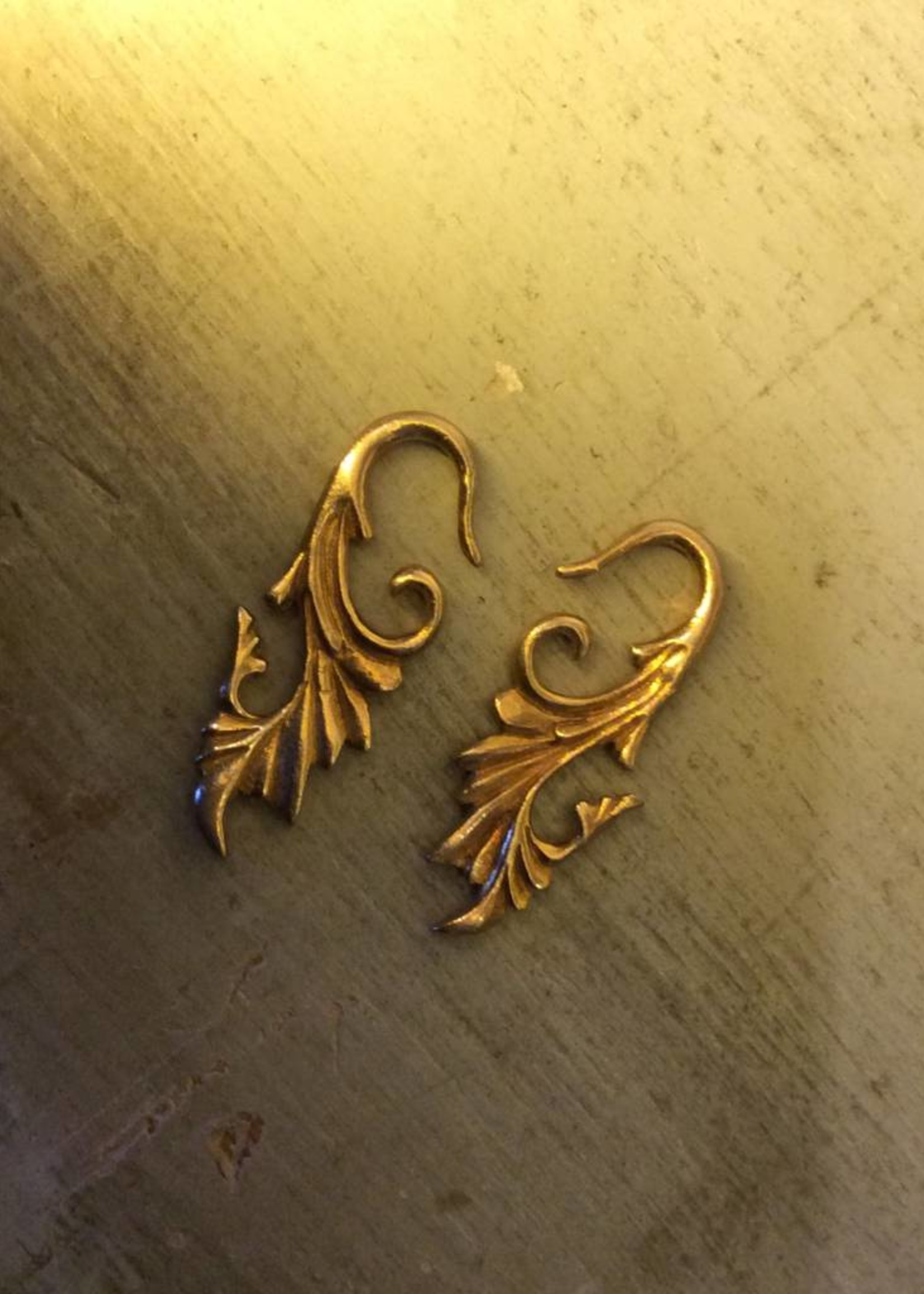 12g Gold Plated Filagree Hangers