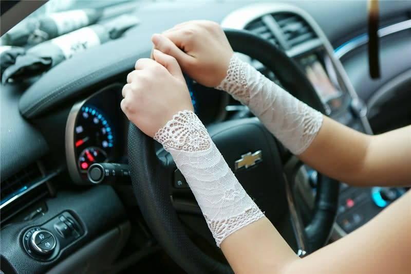 Lace Wrist Gaunglets- White One Size
