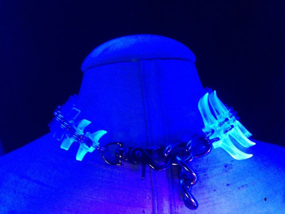 Electric Spine Choker