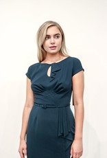TIMELESS FITTED DRESS IN FOREST GREEN